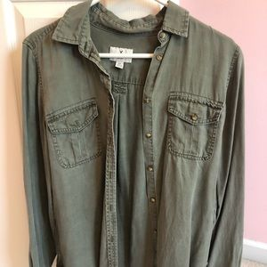 American Eagle button down long sleeve shirt